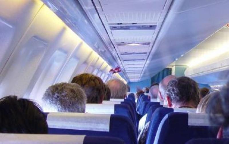 Miért leszünk betegek a repülőn?