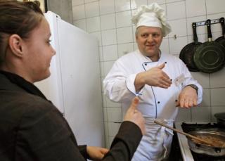 Rosszabb a krumplipüré, ha a szakács siket?