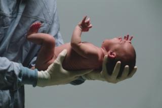 A késő szülés előnyei és hátrányai