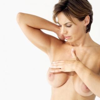Magas nőknél nagyobb a mellrák esélye