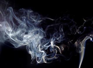 Idén már csak az utcán szabad dohányozni