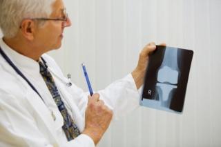Fáj a térde? Fájdalomcsillapítás hiarulonsavval