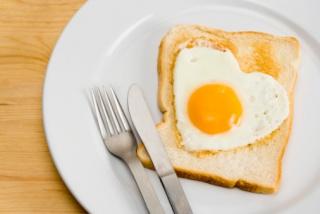 A tojás csaknem annyira káros, mint a dohányzás?