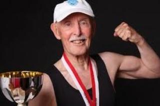87 évesen kezdett testépítésbe