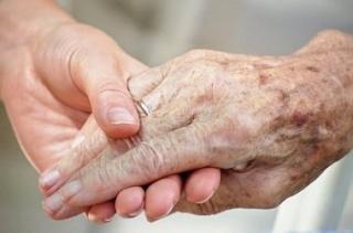 Bele lehet-e halni az öregségbe?