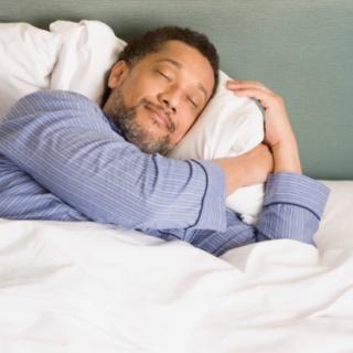 A jó alvás csökkenti a fájdalmat
