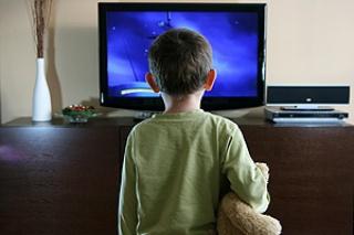 Káros a gyerekekre a túl sok tévézés: szörnyű következményei lehetnek