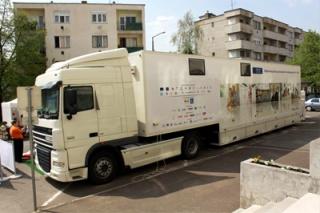 Újra elindul a kamion: szűrővizsgálatok országszerte