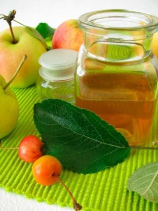 Ízesít, fogyaszt, fiatalít – készítsünk almaecetet!