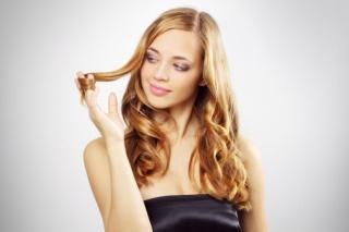 A szőkéknek kevésbé kell aggódniuk a hajhullás miatt