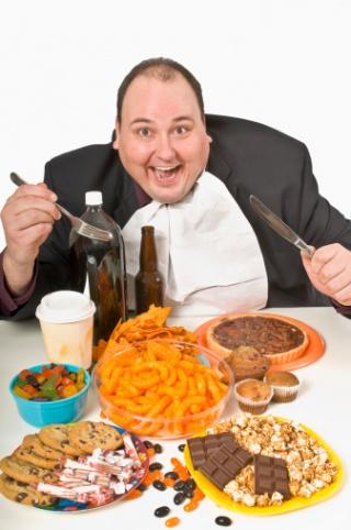 A zsíros ünnepi ételek és a túl sok alkohol hasnyálmirigy-gyulladást okozhatnak