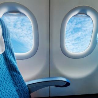 Növeli a trombózis kockázatát, ha ablak mellé ül a repülőn