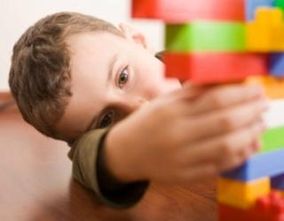 Növeli az autizmus esélyét a kis korkülönbség