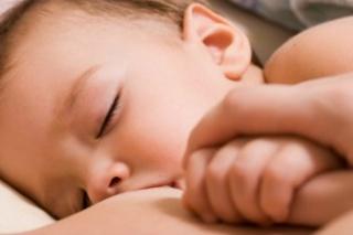 Íme, a szoptatás újabb jótékony hatása