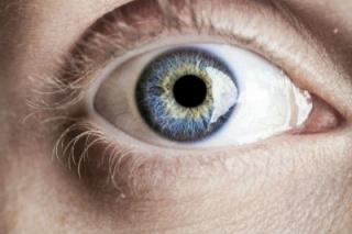 A kék szeműek könnyen válnak függővé