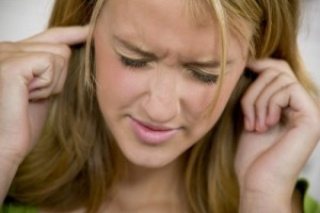 Ezzel a módszerrel csökkenthető a fülzúgás