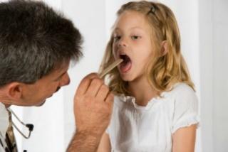 Tippek a torokfájás enyhítésére