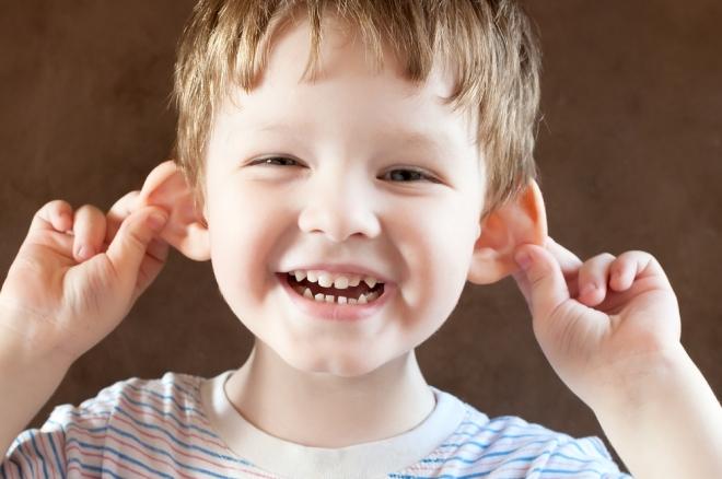 Hogyan tisztítsuk helyesen a kisgyermekek fülét?
