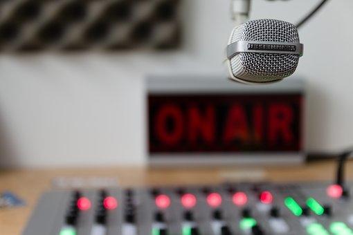 Mesterséges intelligencia adta vissza a hangját egy rádiósnak