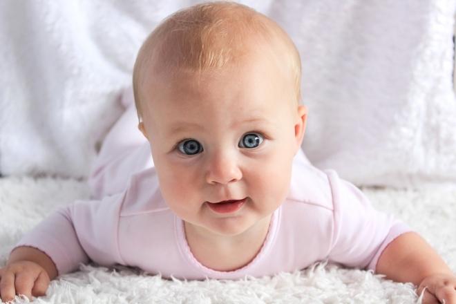 Kétnyelvű kisbabák – kitartóbb figyelem