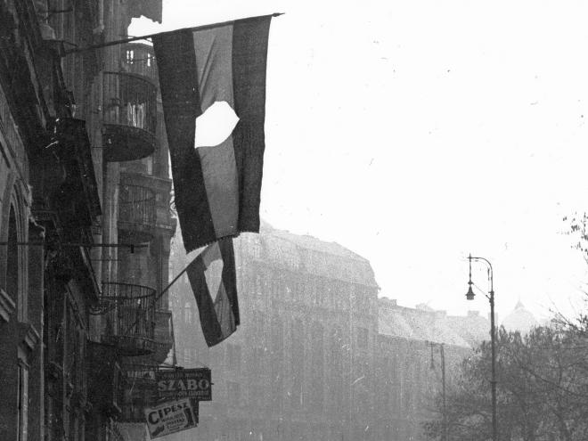 Budapesten kitör a forradalom