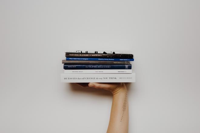 12 könyv, amivel otthonról is bejárhatod a világot