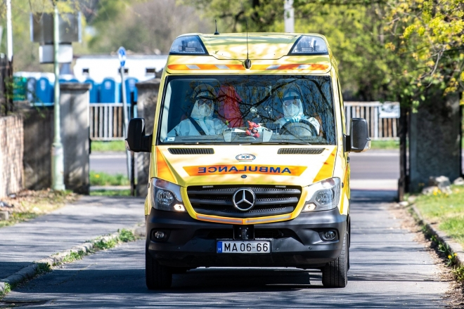 40 ezer koronavírus-tesztet végeztek el a mentők