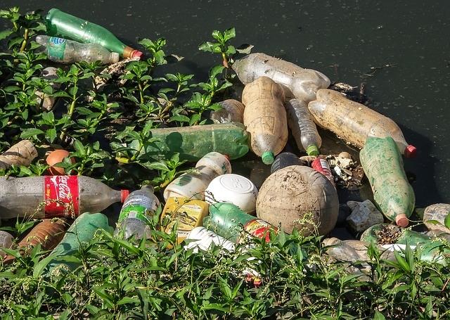 GPS-jeladókkal felszerelt PET palackok úsznak a Tiszán