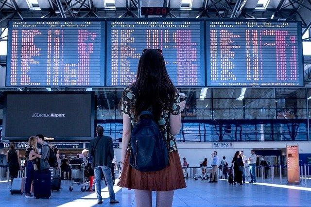 Franciaországban automatikusan és ingyen tesztelik a reptéri utasokat