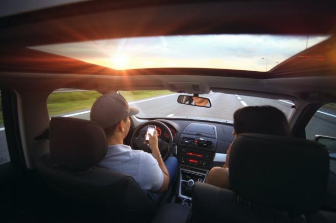 A jövőben akár könyvet is olvashatunk autóvezetés közben