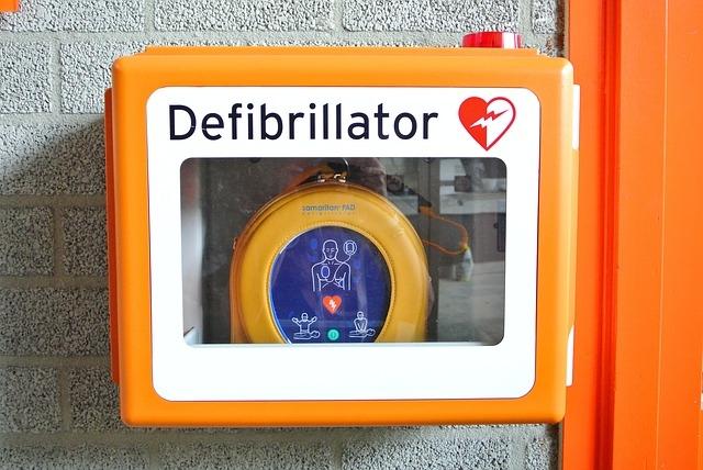 Miért félünk használni a defibrillátort?