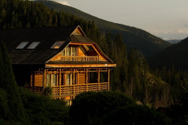 A házak alapanyaga is befolyásolja a környezetszennyezés mértékét