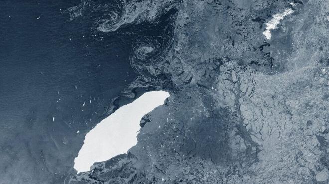Szárazföld felé közelít a világ legnagyobb jéghegye