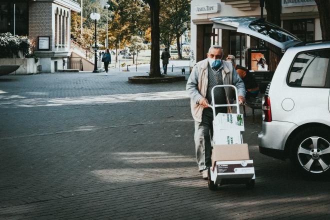 A vásárlási idősáv bevezetését javasolja az Idősek Tanácsa
