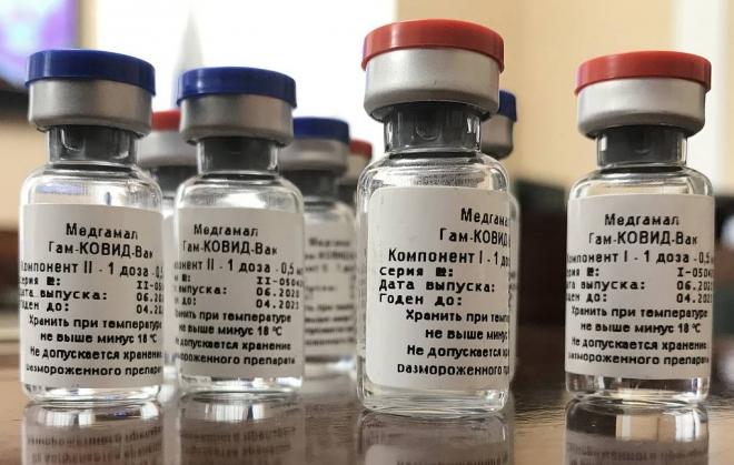 Oroszországban megkezdték a koronavírus elleni vakcinák beadását