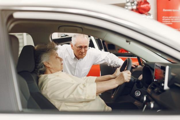Kezdődő demencia – Mikor kell letenni az autót?