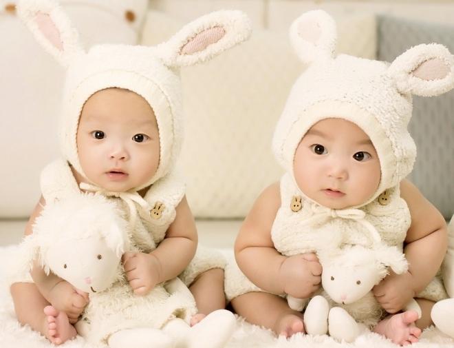 Mennyire egyformák az egypetéjű ikrek?