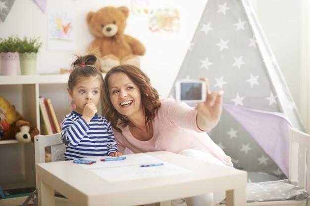 Magadról is posztolnád? – Kampány indul a szülők digitális tudatosságáért