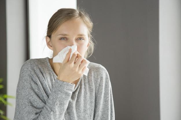 Miben különböznek az allergia és a koronavírus tünetei?