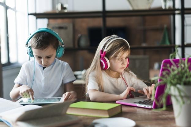 Fel kell készíteni a gyerekeket a helyes internetezésre