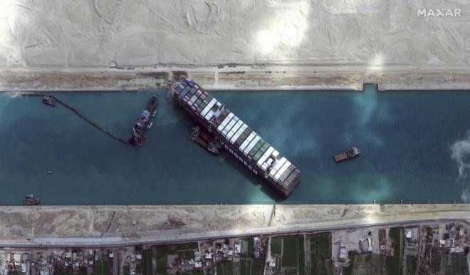 Jelentős légszennyezést okozott a Szuezi-csatornán elakadt hajó