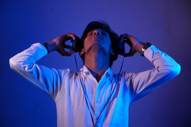 A zenehallgatás segíti a hatékony munkavégzést