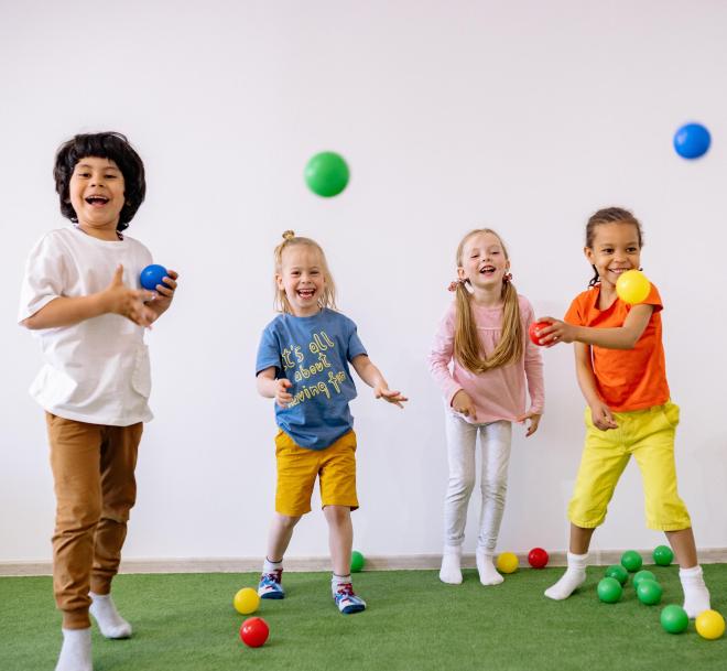 Miért lényeges, hogy labdázzunk a gyerekekkel?
