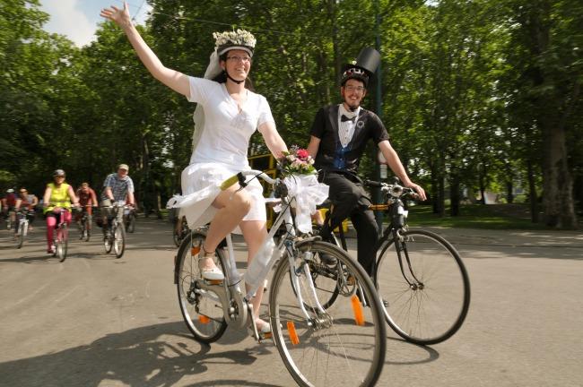 Már a polgári esküvőjükre is biciklivel mentek (Fotó: 360°bringa)