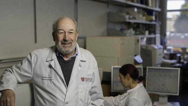 Dr. Ronald Levy onkológus, a kutatás vezetője