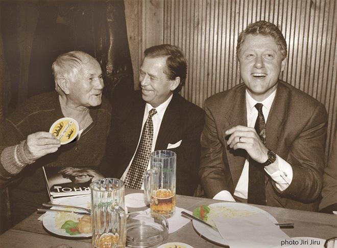 Hrabal, Havel és Clinton az Arany Tigrisben – Fotó: Jiri Jiru