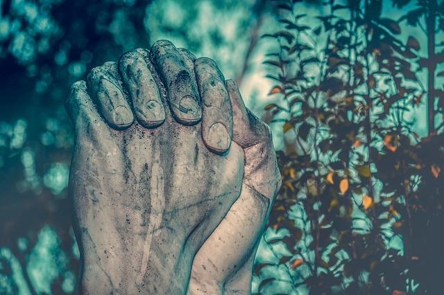 az ujjak falán lévő ízületek fájnak