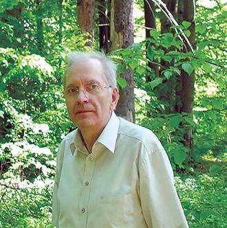 Dr. Zsirmon István a tiszakécskei Pax Gyógyszertár vezetője