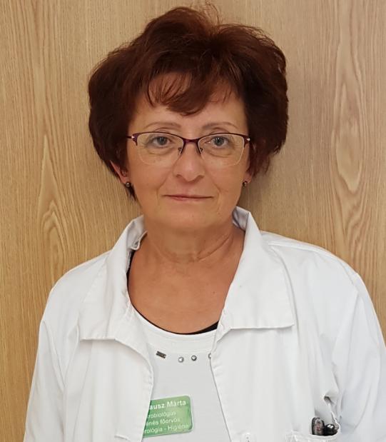 Dr. Knausz Márta, a győri Petz Aladár Megyei Oktatókórház bakteriológiai laboratóriumának vezetője és higiénés főorvosa